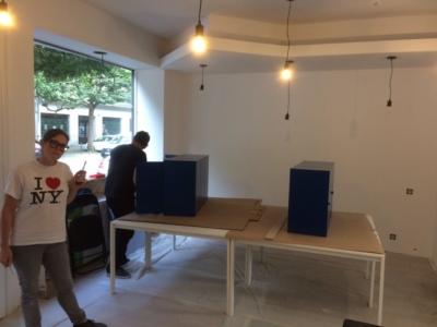 Montages de meubles dans l'open space de the 4th